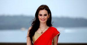 evelyn-sharma-red-saree-cleavage-pics-1-1